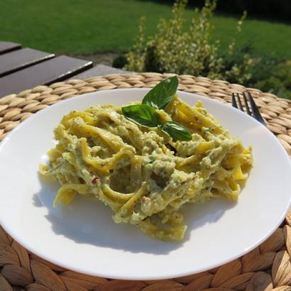 Pesto z liści selera