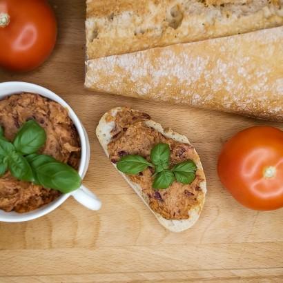 Pasta z czerwonej fasoli i suszonych pomidorów