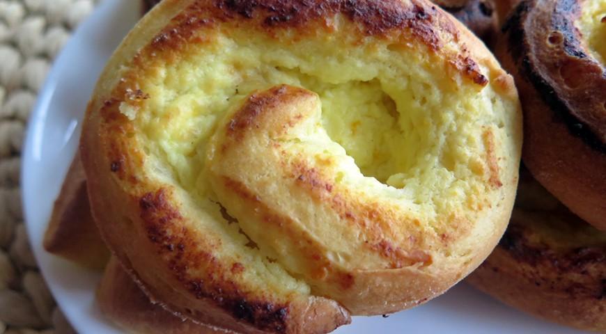 Drożdżówki zawijane z serem