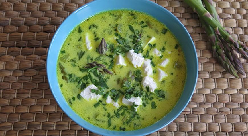 Zupa ze szparagami, ziemniakami i fetą