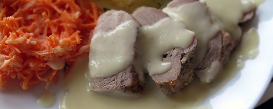 Polędwiczki wieprzowe z sosem kalafiorowym