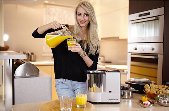 Przygotowywanie soków przez robota kuchennego speedcook